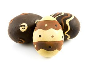 Ilustración de Cómo hacer un Huevo de Pascuas Bicolor