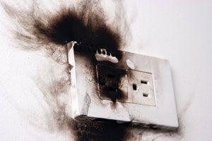 Cómo prevenir incendios causados por problemas eléctricos