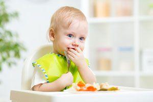 Ilustración de Cómo mantener una dieta balanceada en los niños