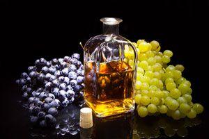 Ilustración de C&oacutemo hacer uvas en aguardiente