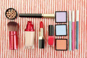 Ilustración de Cómo armar un porta-cosméticos para la cartera