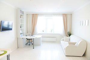 Ilustración de Cómo agrandar espacios con cortinas