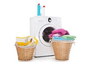 Ilustración de Cómo solucionar problemas comunes al lavar o planchar la ropa