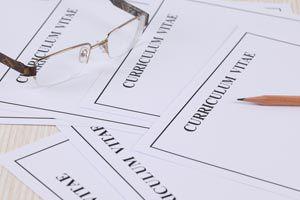 Ilustración de Cómo configurar el formato de un currículum en word o similar