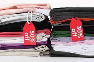 Ilustración de Cómo comprar ropa en las rebajas de temporada