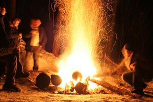 Ilustración de Cómo encender el fuego cuando estamos al aire libre