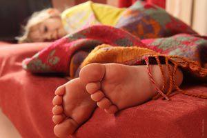 Ilustración de Cómo evitar que el niño desarme la cama al dormir