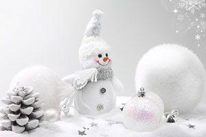 Decoración de una blanca Navidad para el hogar. Pino para una blanca Navidad.