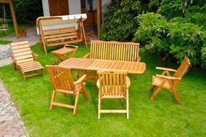 Ilustración de Cómo recuperar y mantener los muebles de jardín