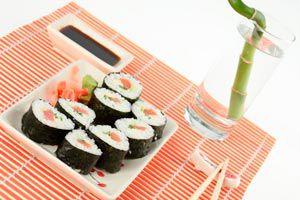 Ilustración de Cómo elegir el color de la vajilla y la mesa para una buena alimentación