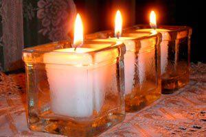 Cómo hacer centros de mesa con velas de noche