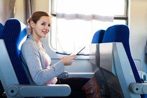 Ilustración de Cómo comportarse en un avión, tren o autobús
