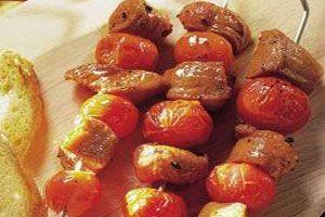 Cómo hacer pinchos de tomatines rellenos
