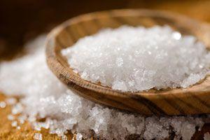 Ilustración de Cómo hacer una rutina de belleza con sal