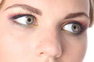 Ilustración de Cómo maquillar los ojos para que parezcan más grandes