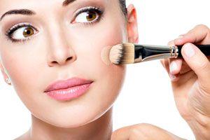Ilustración de Cómo aplicar la base y las luces de maquillaje