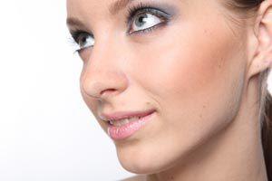 Ilustración de Cómo Maquillarse para Eventos de Día o de Noche
