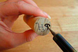 Ilustración de Cómo hacer Sellos de Cera con Corchos y Maderas