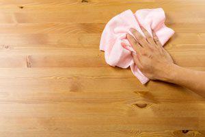 Ilustración de Cómo Limpiar la Madera y Quitar Manchas Difíciles