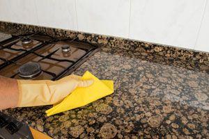 Ilustración de Cómo Limpiar y Pulir Superficies de Granito