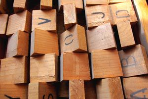 Ilustración de Cómo usar trozos de madera para hacer nuevos objetos