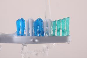 Ilustración de Cómo mantener limpio el cepillo de dientes