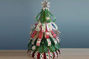 Ilustración de C&oacutemo hacer un &aacuterbol de Navidad con Papel de Regalo