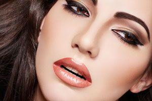 Ilustración de Cómo Resaltar Ojos y Labios con Maquillaje casero