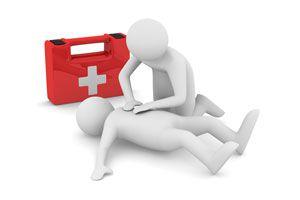 Ilustración de Cómo atender Primeros Auxilios en un Campamento