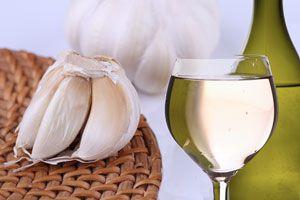 Ilustración de C&oacutemo preparar vino de ajo