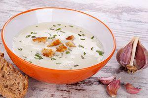 Ilustración de Cómo preparar sopa de ajos