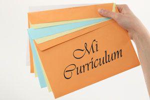 Ilustración de Cómo Entregar un Currículum