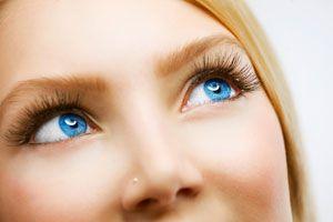 Ilustración de Maquillaje para ojos azules