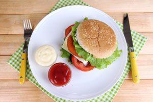 Ilustración de Cómo hacer salsas para hamburguesas