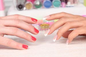 Ilustración de Diferencias entre las Uñas de Gel y las Uñas Acrílicas