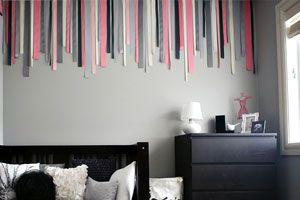 Ilustración de Cómo decorar una pared vacía con telas y cintas