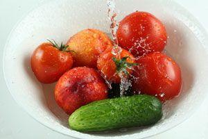 Ilustración de Frutas y plantas contra las manchas en la piel