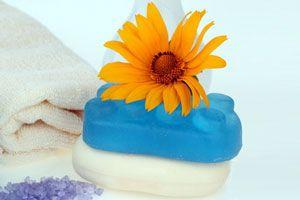 Cómo hacer jabón casero de lavanda. Cómo fabricar jabón artesanal de rosas. Cómo hacer jabón artesanal de jazmín.