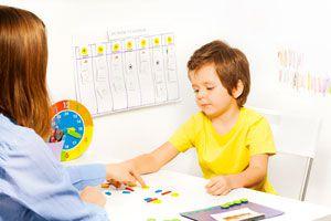 Ilustración de Cómo ayudar a un niño autista