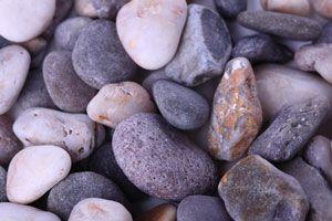 Ilustración de Cómo hacer artesanías con piedras de río