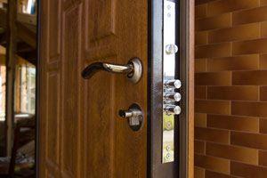 Ilustración de Cómo mejorar la seguridad de la puerta principal