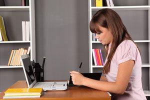 Ilustración de Riesgos de pasar mucho tiempo en tu escritorio