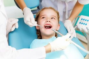 Ilustración de Las visitas al odontólogo desde niños