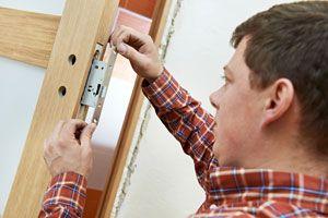 Ilustración de Cómo cambiar la combinación de una cerradura