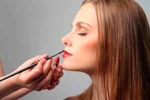 Ilustración de Cómo rejuvenecer el rostro con maquillaje