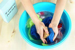 Ilustración de Cómo lavar la ropa a mano