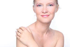 Tips para aclarar las manchas de la piel. Como tratar las manchas de la piel naturalmente. Trucos caseros para aclarar manchas en la piel