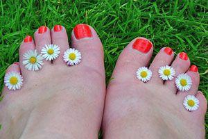 Ilustración de Cómo eliminar los hongos en las uñas de los pies