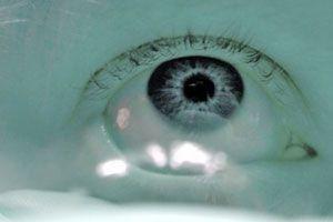 Cómo usar los lentes de contacto tóricos