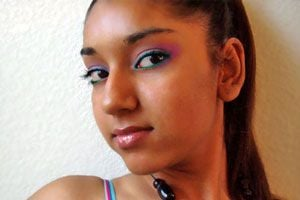 Ilustración de Cómo maquillarse al estilo hindú